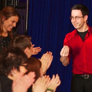 Zauberer buchen für Geburtstagsfeier im Münsterland - Gäste sind begeistert und applaudieren