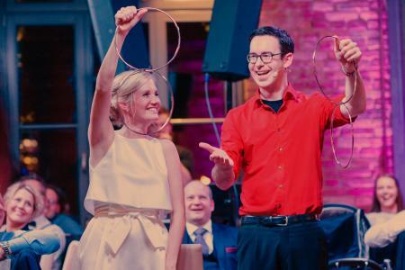 Zauberer begeistert Brautpaar und Hochzeitsgäste bei Hochzeit in Münster